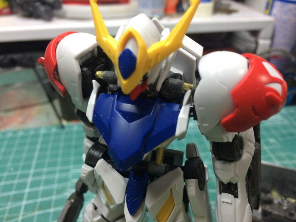 一体成型になってた肩のシリンダー(?)も新造