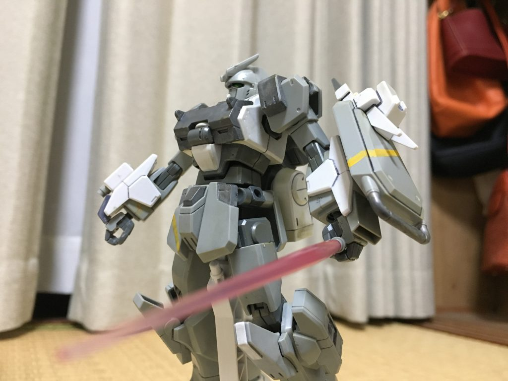 武装をパージして格闘戦に移行した形態です。