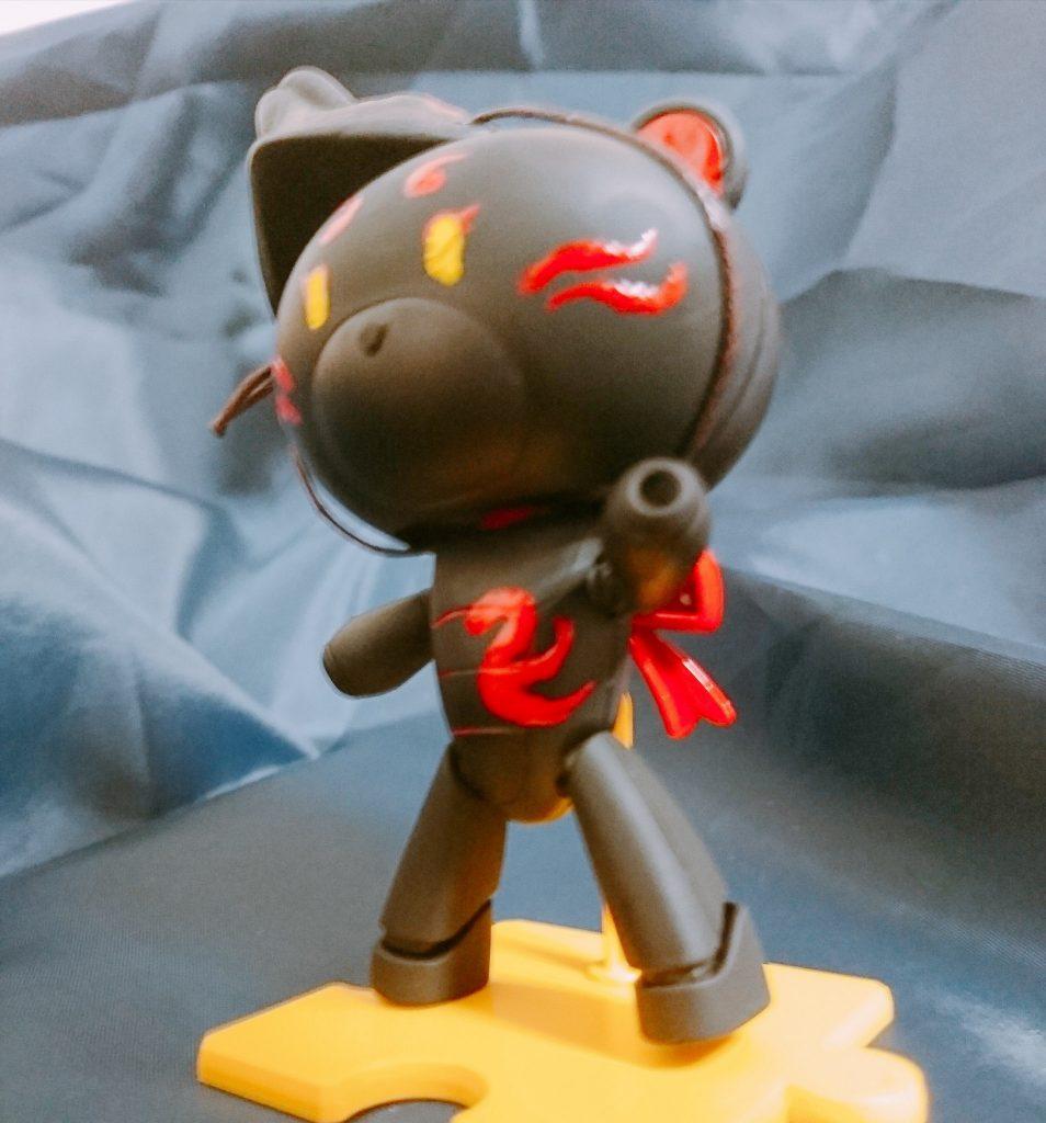黒に赤で模様を描いたかっこいい仕様に…!