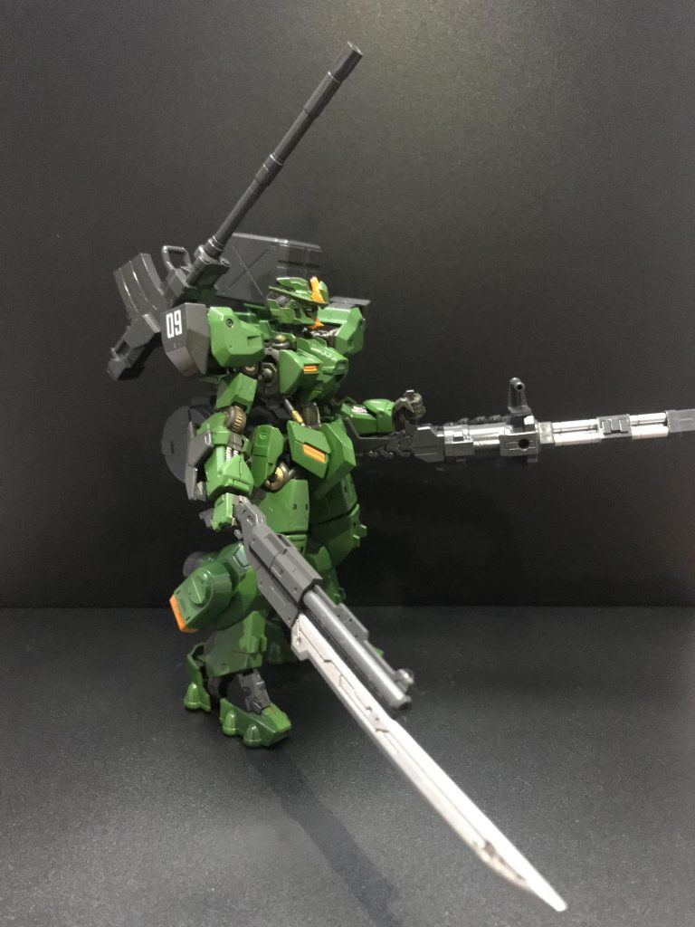 近接攻撃ができるように剣銃を装備してます。