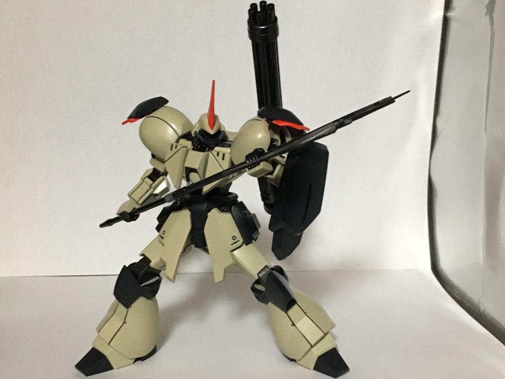 武器はバリスティックアックスベースにをプラ板で刃を大型化したリベイクアックス、バックパックにガトリングガンを搭載しています