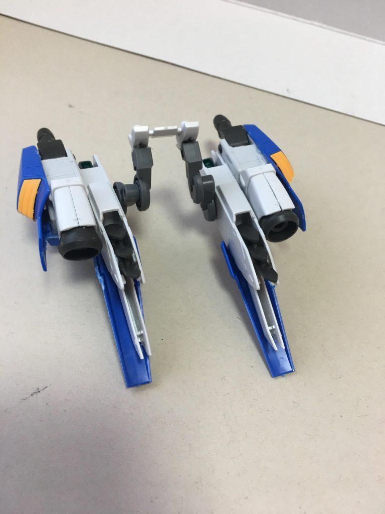 ブースターはバエルベースにZZⅡの太もも、脹脛カバー、腰のサイドアーマー、アスタロトオリジンのバーニアを組み合わせました 接続アームはグレイズのパーツを加工しています