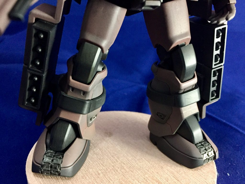 脚回りの履帯は同時期に製作したグフなどと同様に配置して同じ世界線上にあるようにしました。