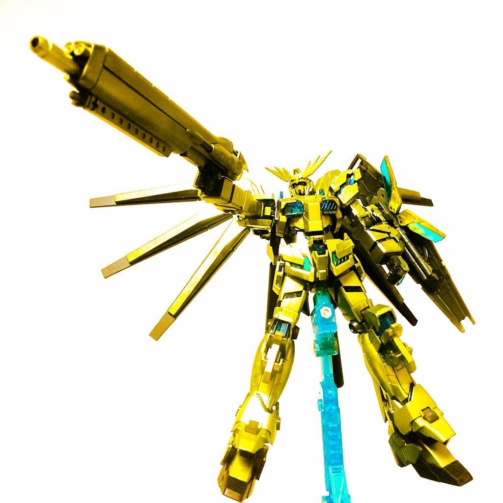 機体の色に合わせたハイパーメガライフルを持たせてみました。 ライフルをにもビームコーティングされてる感じかな?