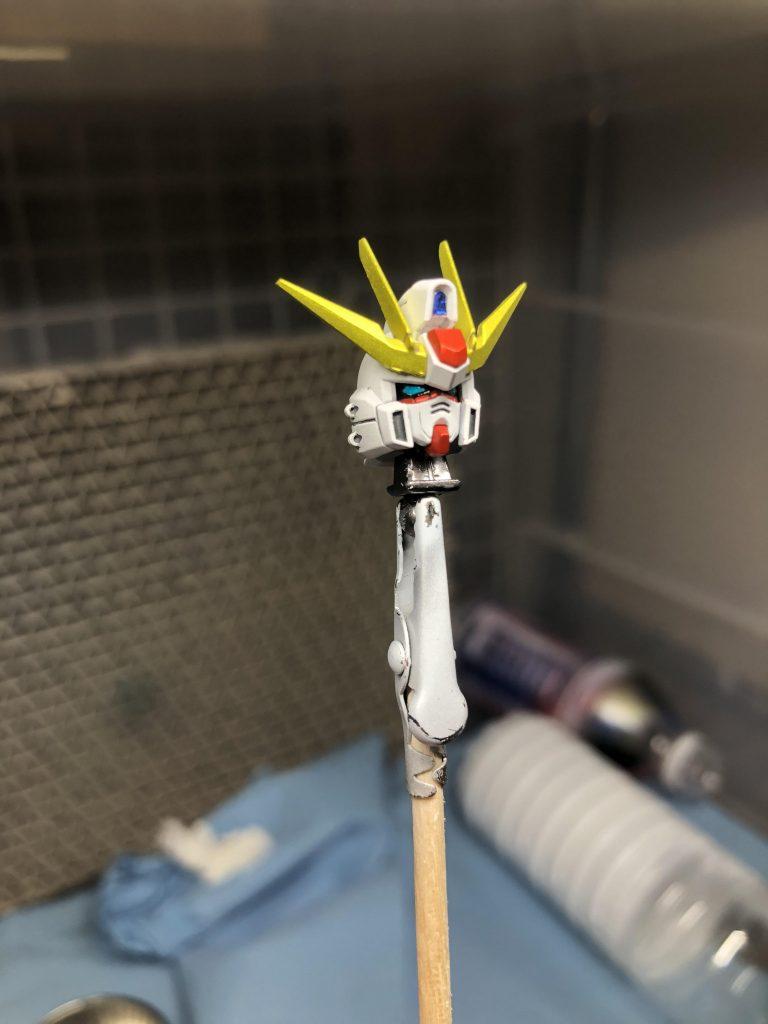 付属のシールは頭頂部と後ろのセンサー(青)の部分だけです。 あとはエアブラシとエナメル黒で頑張りました。