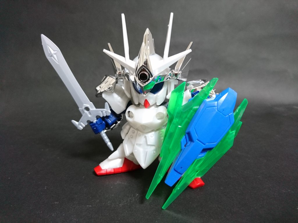 最初期。ほぼバーサル騎士。 「強そうでそこそこギミックがある盾を持った機体」としてぱっと頭に浮かんだためダブルオークアンタをチョイスしました。