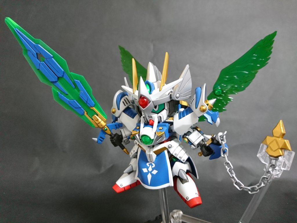 「邪悪を…駆逐する!トランザム!!」 トランザム状態では、武装は大剣とフレイルの二刀流に変化する。 光の翼を展開したその姿は、どこか天使族を彷彿とさせる。
