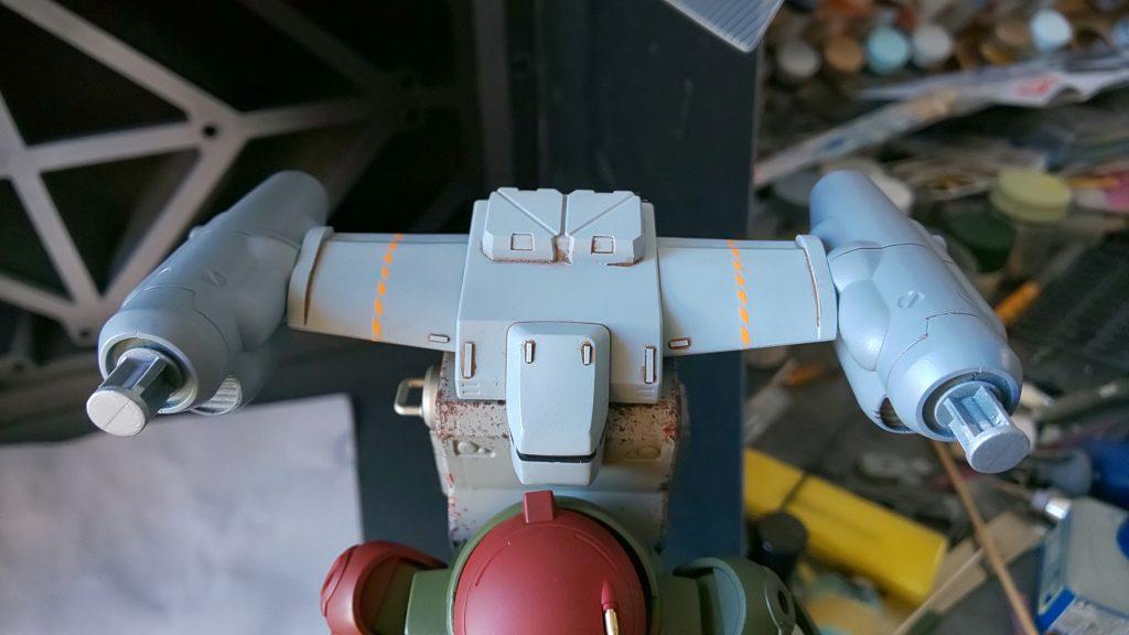 実は主翼の継ぎ目をちゃんと消せてなかったんで、オレンジのラインデカールでごまかしてしまいました。