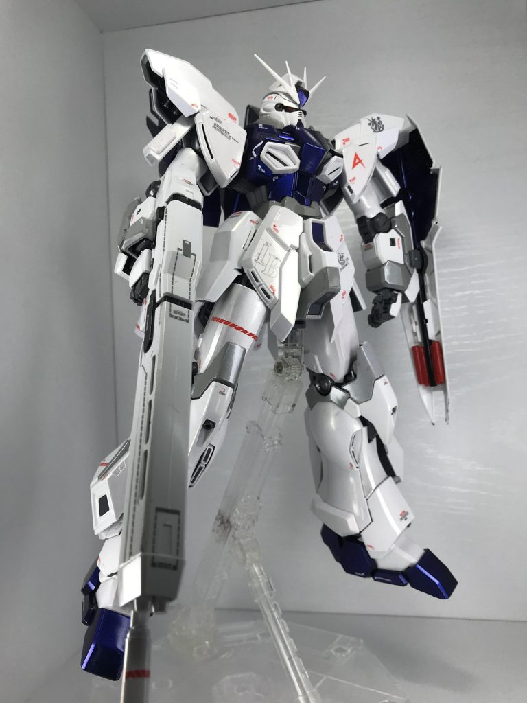 MG シナンジュ・スタイン オリジナル仕様、パール、偏光塗装(アムロ専用機風) アピールショット2