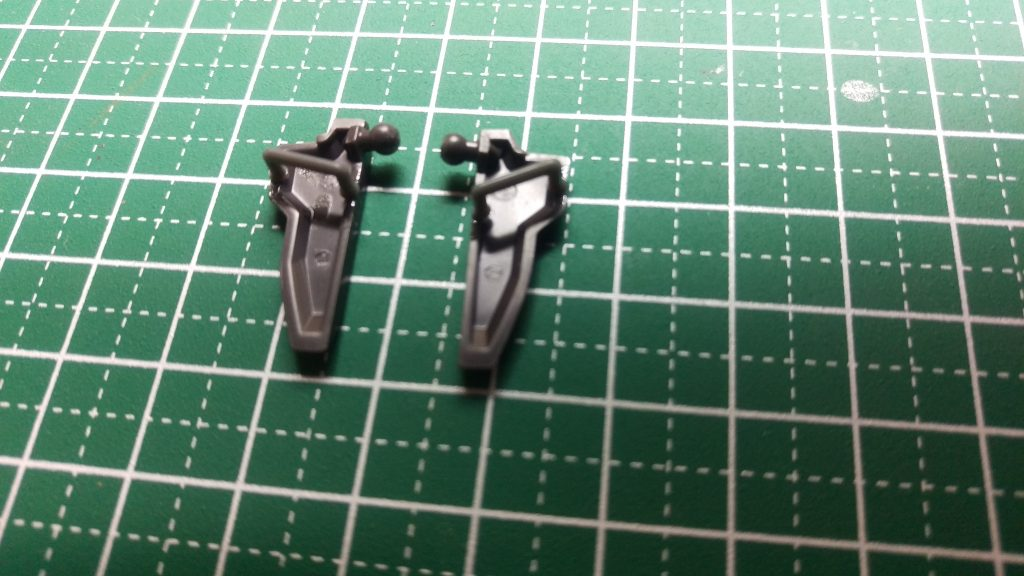 武器を仕舞えるようにコトブキヤのパーツで加工してあります。
