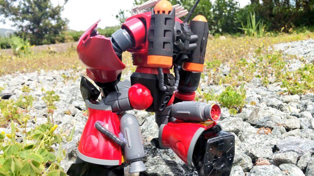 バックパックと脚部。ズゴックのものをつかうものにより潜航を強化。レーダー機器同じである。 脚部もハイゴックのものをつかいスラスターノズルを設置して、地上での運用をしやすした。