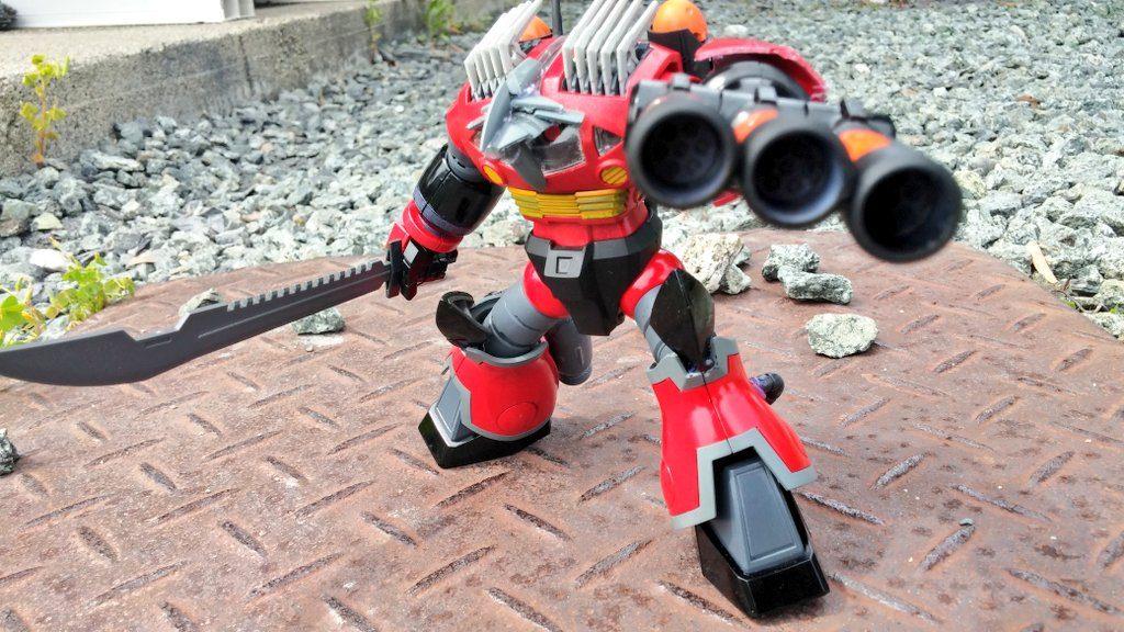交換したジュアッグの左腕。砲撃仕様ではなくガトリングといった感じである。 ハイゴックの肩がシールドになっている。 もちろん鈍器であるため武器として叩きつけることもできる。火力も期待できそうだ。