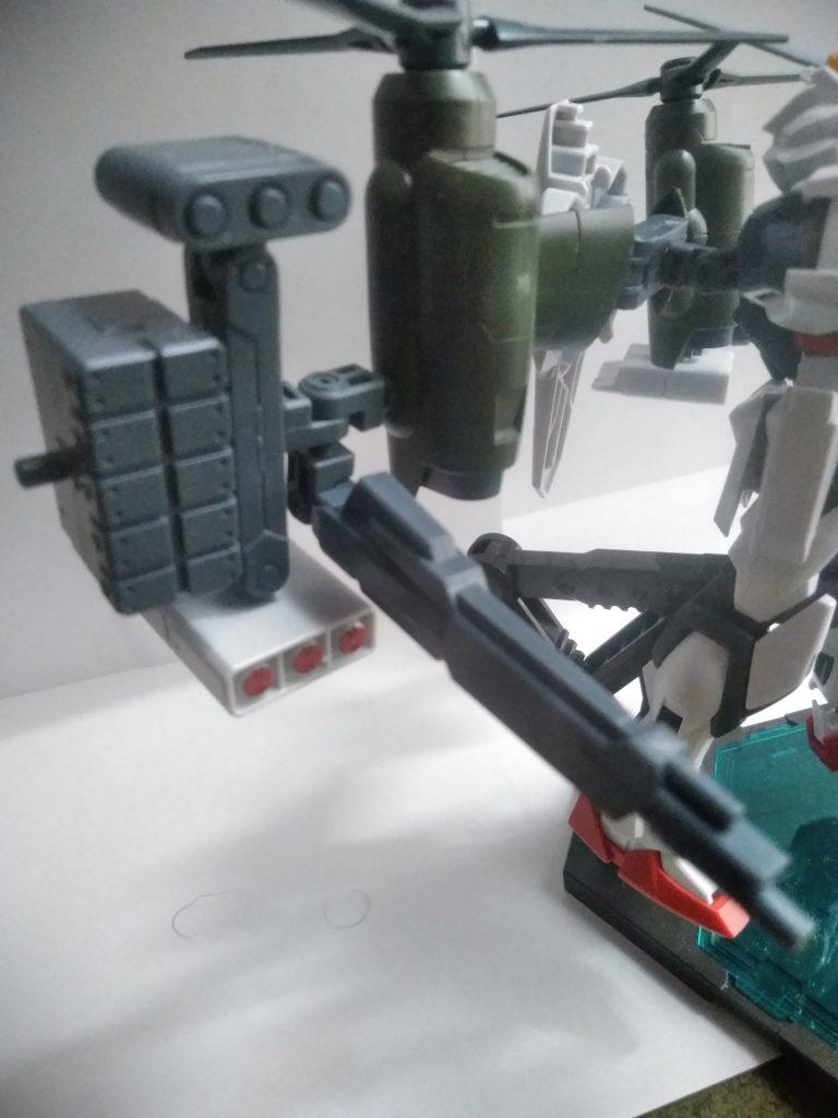 もちろん、ガトリングだけではなく、必要に応じてこの様なビームライフルなどを始めとした、他の武器にも換装できます。  火力と相手に応じた武器選択により、対地において、安定した戦果を挙げられる機体となっています!