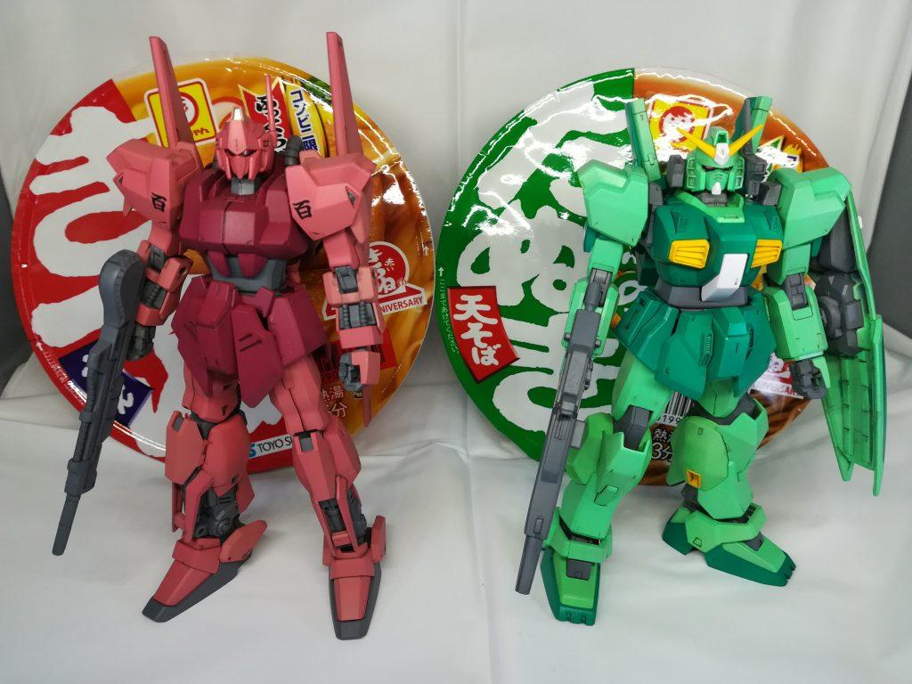 赤い百式と緑のMk-2