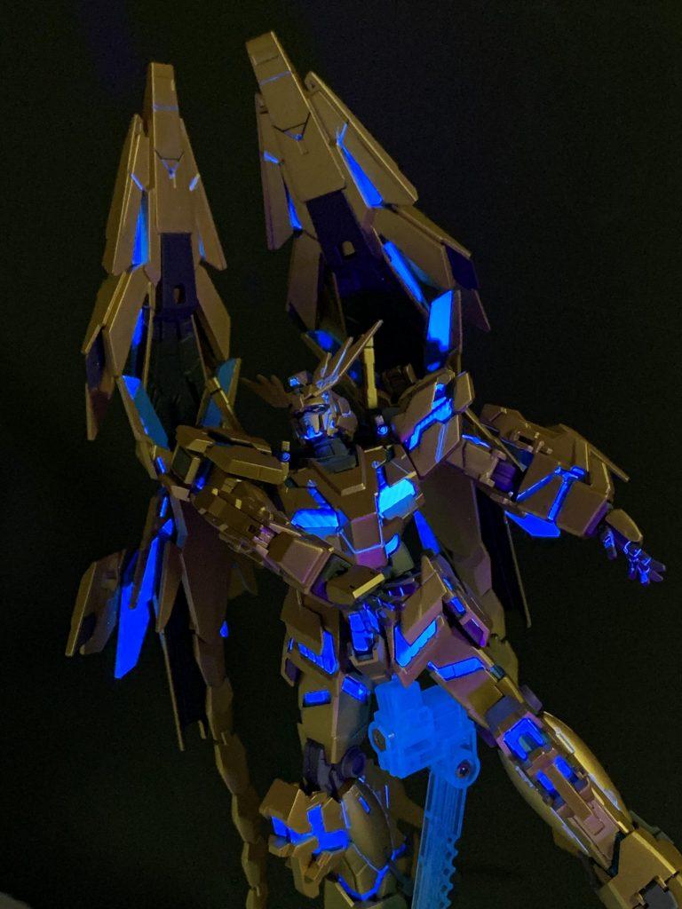 "RX-0 フェネクス ""3人目の兄弟"" アピールショット3"