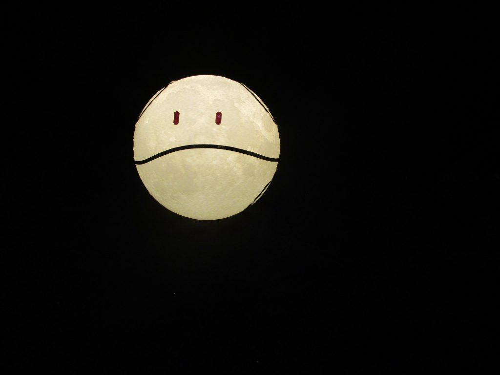 月は出ているか?