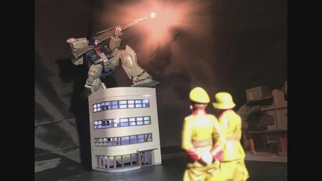 ジム兵士:いくで〜! 連邦将校A:外したな… 連将B:勢いはあるんですが… いわゆるパト◯イバーの太田みたいな…