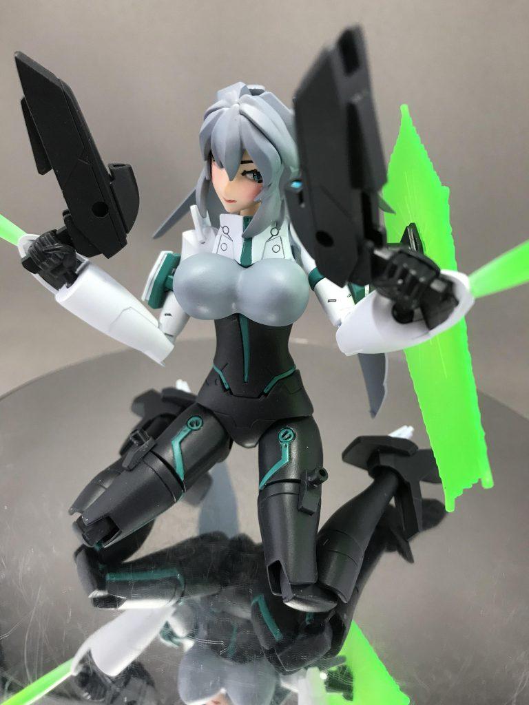 モビルドールメイ 胸部増加装甲 アピールショット1