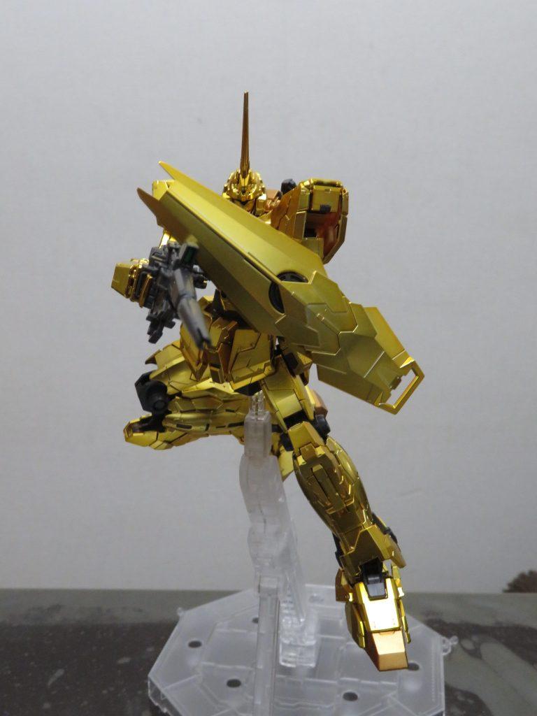 RG_ ガンダムベース限定 ガンダムユニコーン ゴールドコーティング アピールショット1
