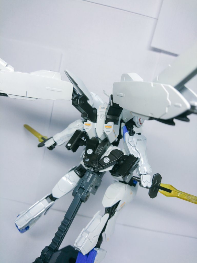 HG IBO ガンダムバエル アピールショット2
